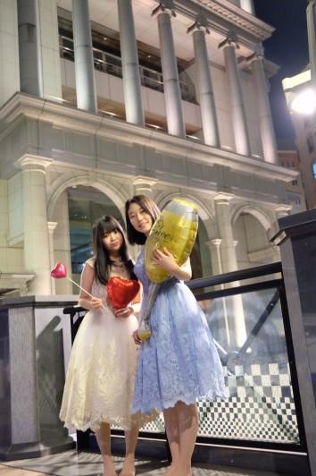 リムジン女子会でかわいいドレスを着て楽しもう (10)